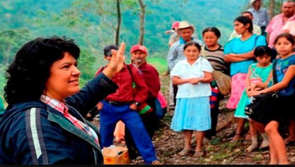 La familia de Cáceres duda de la versión de las autoridades sobre la muerte de la ambientalista.