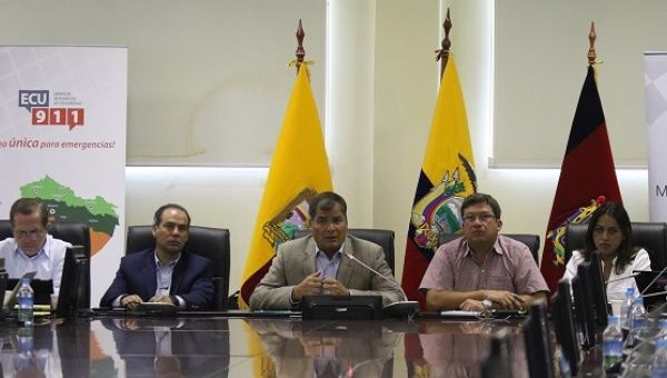 Ecuadorean President Rafael Correa presides over a meeting of the national emergency committee after a second 6.8 aftershock rocked the country, Quito, Ecuador, May 18, 2016.
