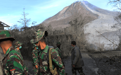 ndonesian soldiers search an area following a deadly eruption of Mount Sinabung volcano in Gamber Village, North Sumatra, Indonesia May 22, 2016