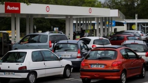 Thousands of French residents have flocked to gas stations amid fears that gasoline shortages will worsen.