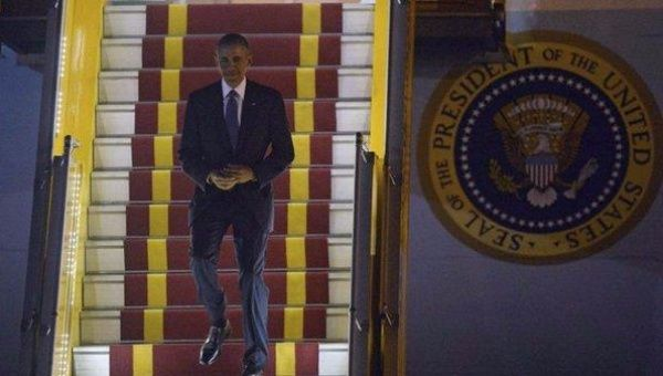 U.S. President Barack Obama lands in Vietnam.