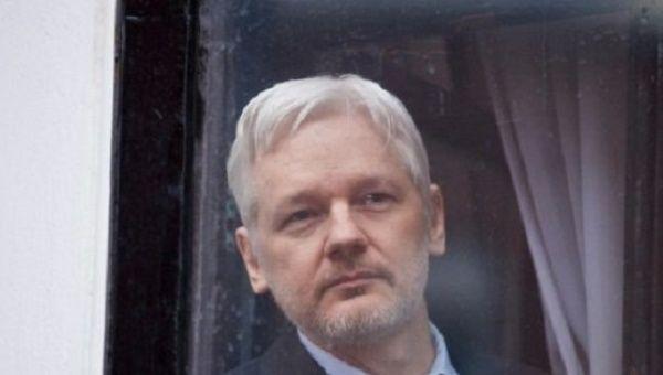Assange se encuentra desde el 2012 en la Embajada de Ecuador en Londres para evitar su extradición a Suecia.
