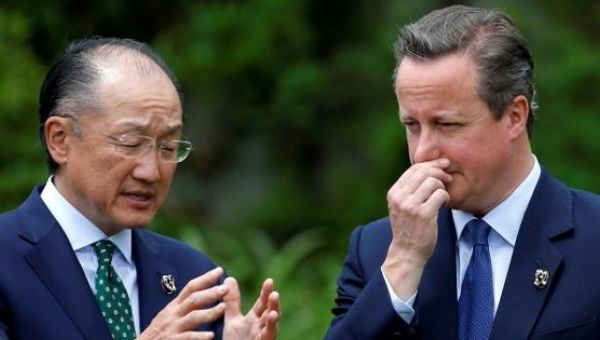 British Prime Minister David Cameron and  World Bank President Jim Yong Kim (L) at the G7 summit meeting in Ise Shima, Japan May 27, 2016.