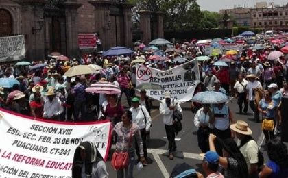 Teachers from the National Coordinator of Education Workers hold a rally to oppose educational reforms in the state of Michoacan, Mexico, May 19, 2016.