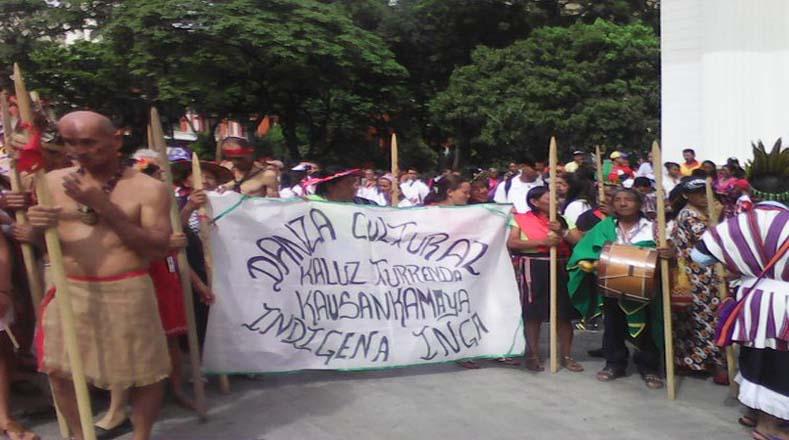 Al finalizar la marcha, los indígenas tienen previsto entregar al presidente un documento con sus propuestas para el impulso del aparato productivo nacional.