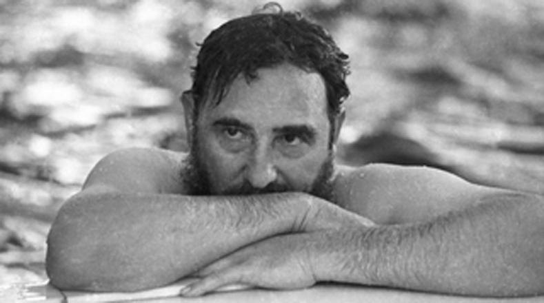 Imágenes como esta, tomada en Rumanía en 1972, permiten al público conocer el lado más íntimo del líder cubano.