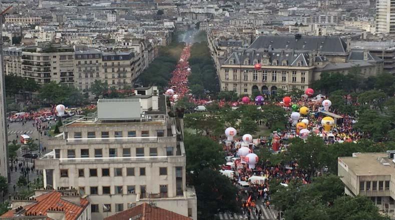 La multitudinaria concentración formó parte de la novena jornada de protestas contra la reforma laboral que desea imponer el Gobierno de Francia.