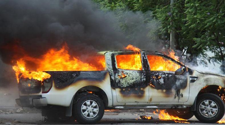 Tras los enfrentamientos, el caso se apoderó de Oaxaca, por lo que fueron saqueados locales comerciales e incendiados algunos vehículos. Autoridades señalan a grupos infiltrados en la marcha por los actos vandálicos, pero maestros acusan al Estado.
