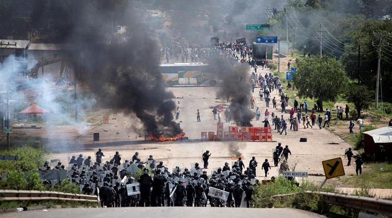 Organizaciones sociales, académicos e intelectuales de México y otros 14 países instaron al Gobierno de Enrique Peña Nieto a no reprimir más las manifestaciones del sindicato magisterial.