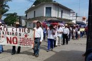 The march in Chiapas was attended by doctors as well as teachers, students and their parents.