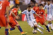 Argentina midfielder Lionel Messi (10) dribbles the ball during the second half in the championship match of the 2016 Copa America Centenario soccer tournament at MetLife Stadium.