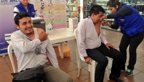 The Ministry of Health in Bolivia initiates the vaccine campaign against seasonal influenza H1N1 and H3N2, seen here at an airport.