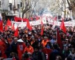 Several thousand Uruguayan workers participated here Wednesday in the first act of a four hour general strike.