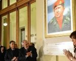Cristina Kirchner unveiled the portrait of Chavez in the presidential palace.