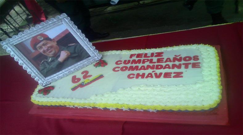 En varias partes del territorio también le cantaron cumpleaños a Chávez.