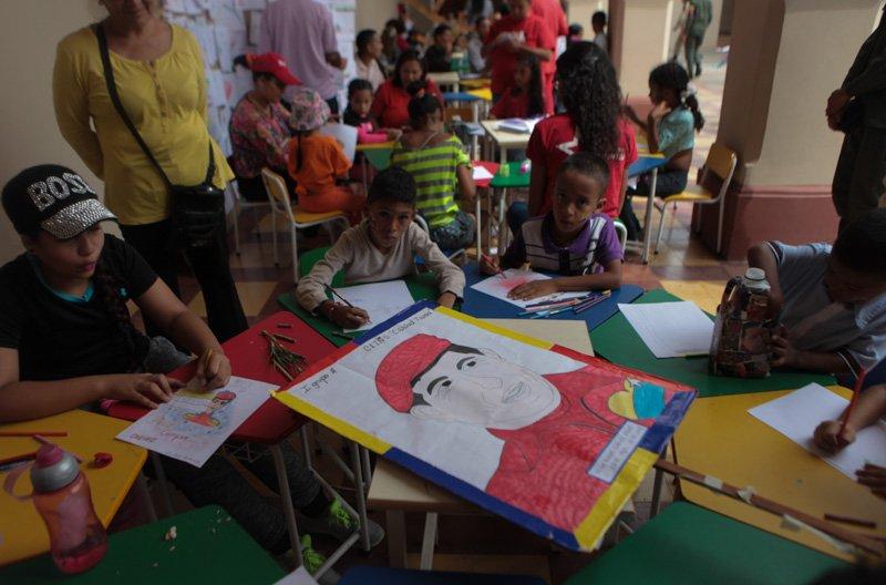 Los niños también celebraron el nacimiento del eterno comandante Chávez.