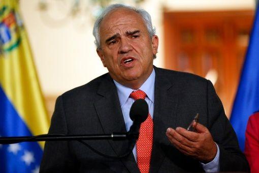 Vaticano y Unasur abogan por verificar diálogos en Venezuela