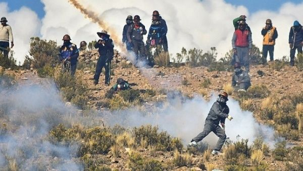 Miners clash with Bolivian police in Panduro, south of La Paz, Bolivia, Aug. 25, 2016.