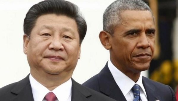 U.S. President Barack Obama (R) stands with Chinese President Xi Jinping during an arrival ceremony at the White House in Washington September 25, 2015.