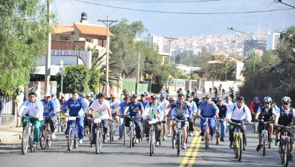Cyclists and pedestrians reclaim Bolivia