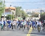 Cyclists and pedestrians reclaim Bolivia's streets on car-free day.