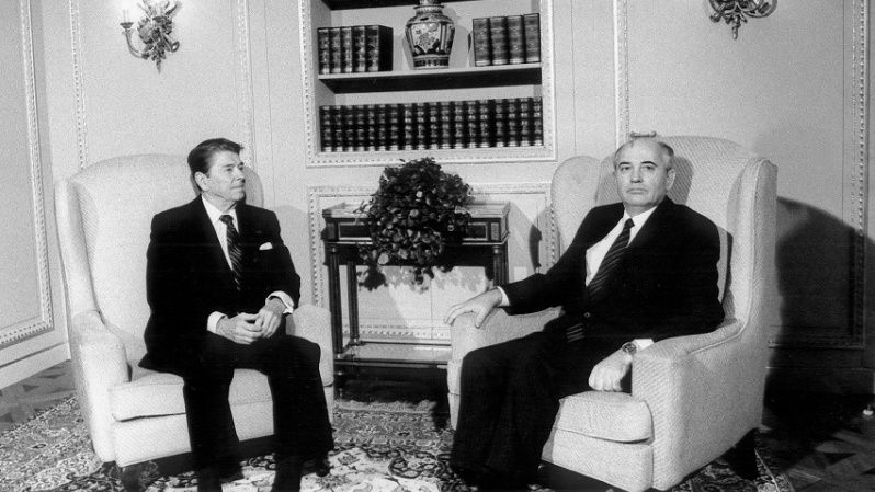 U.S. President Ronald Reagan speaks with Secretary-General of the Communist Party Mikhail Gorbachev during nuclear non-proliferation talks in Switzerland, 1985.