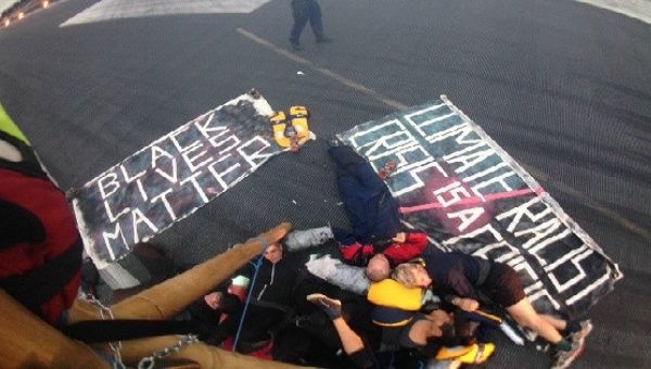 Britanya: Black Lives Matter Eylemcileri Havaalanı Pistini İşgal Etti