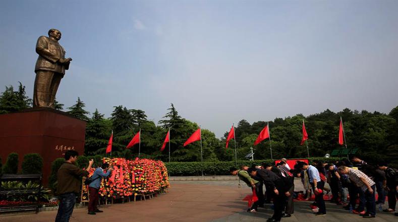 En Shaoshan los visitantes le hicieron reverencia al mayor artífice de la llamada Revolución Cultural.