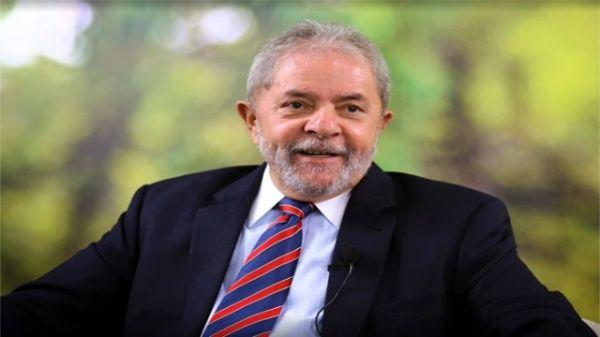 Militantes de izquierda y movimientos sociales realizaron el pasado lunes una vigilia para protestar contra el posible arresto del expresidente Luiz Inácio Lula da Silva.