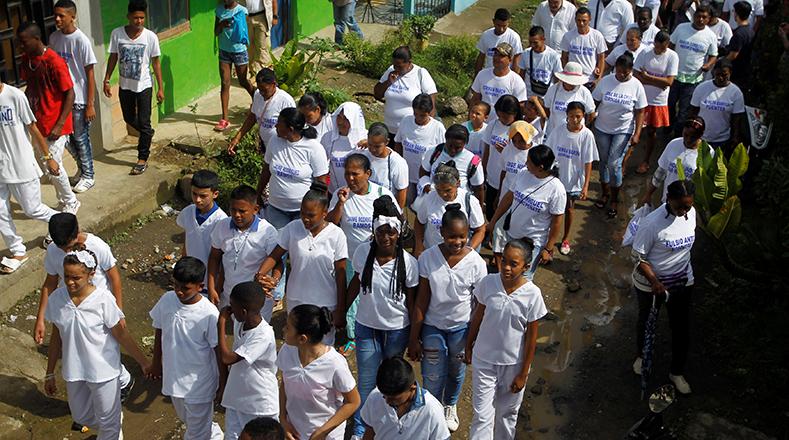 Familiares de las víctimas rumbo a la escuela San Pedro Claver.