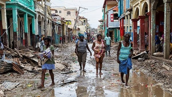 People walk along a street in downtown as clean up from Hurricane Matthew continues in Jeremie, Haiti, October 6, 2016. Picture taken October 6, 2016. | Photo: Reuters
