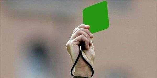 Entregan la primera tarjeta verde en la historia del fútbol