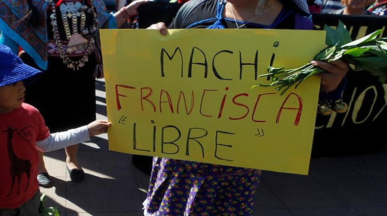 En la marcha se exigió la libertad de la machi Francisca Linconao, quien está siendo investigada por su participación en el caso Luchsinger Mackay, pese a que ha reiterado su inocencia.