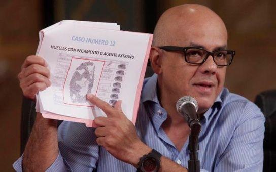 orge Rodríguez denunció el fraude en las firmas entregadas por la oposición ante el CNE para la activación del referendo al presidente Maduro.