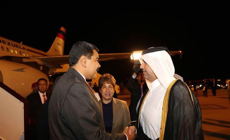 Maduro fue recibido por elministro de Economía y Comercio, Jeque Ahmed bin Jassim Al Thani.