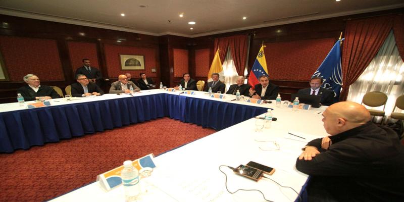 Venezuela: Gobierno y oposición inician diálogo este domingo
