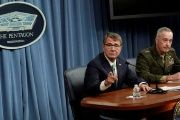 U.S. Secretary of Defense Ash Carter (L) and Chairman of the Joint Chiefs of Staff General Joseph F. Dunford hold a joint news conference at the Pentagon in Washington, U.S. July 25, 2016.