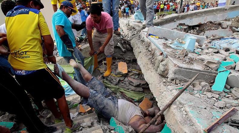 Las fotos más impactantes del terremoto de 7,8 en Ecuador