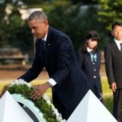 U.S. President Barack Obama lays a wreath at a cenotaph at Hiroshima Peace Memorial Park in Hiroshima, Japan May 27, 2016.