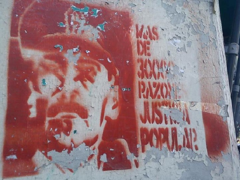 "Graffiti in Buenos Aires, 2011 demanding justice for victims of the ""Dirty War"" and a trial for the military junta."