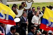 Colombia's President Juan Manuel Santos (L) and Colombian First Lady to present the peace accord to Congress in Bogota.