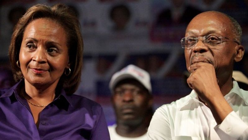 Presidential candidate Maryse Narcisse and former President Jean Bertrand Aristide (R) attend a rally in Cap Haitien, Haiti, September 16, 2016.