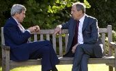 U.S. Secretary of State John Kerry (L) and Russian Foreign Minister Sergey Lavrov speak at the Chief of Mission Residence in Paris October 14, 2014 (Photo: Reuters)