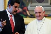 Pope Francis speaks with Venezuelan President Nicolas Maduro during a private visit at the Vatican, June 17, 2013.