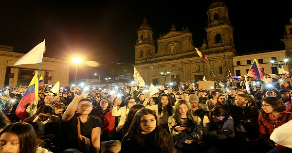 Supporters of the peace deal signed between the government and the Revolutionary Armed Forces of Colombia (FARC) rebels gather at Bolivar Square during a march for peace in Bogota, Colombia, October 20, 2016.