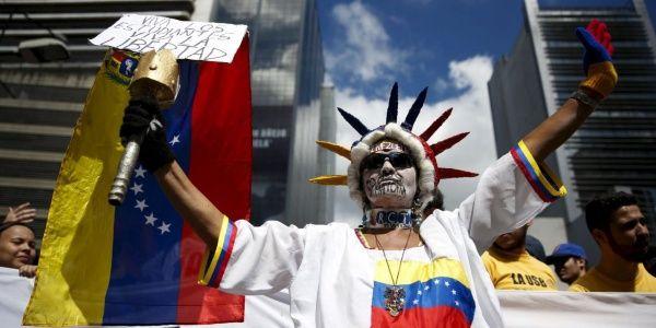 La oposición venezolana busca derrocar al presidente Nicolás Maduro