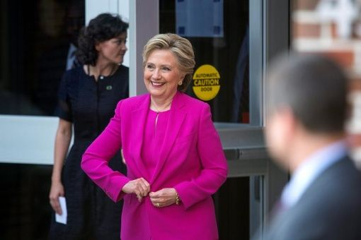 Más de 30 mil correos electrónicos del servidor privado de Clinton, junto con unos 20 mil correos del Comité Nacional Demócrata y más de 50 mil de su jefe de campaña, John Podesta, han sido revelados por WikiLeaks.