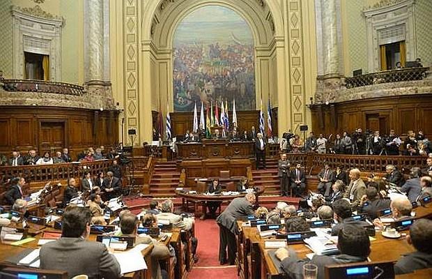Parlasur expresa apoyo al diálogo en Venezuela
