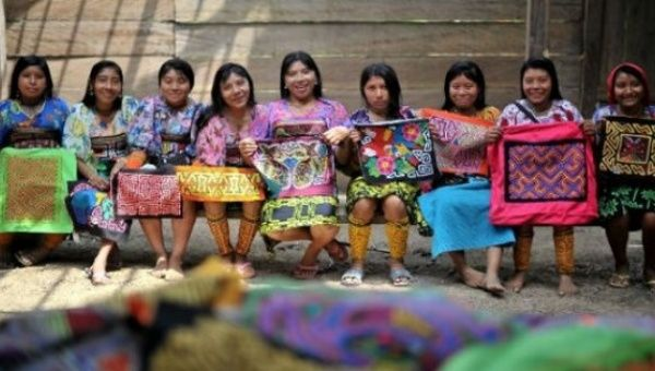 "Indigenous women from the Guna community presenting the typical cloth ""mola."""