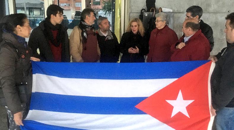 """Movimientos sociales en Andalucía manifestaron: """"Nuestra sanidad fue una copia de la cubana. Gracias al legado de Fidel""""."""